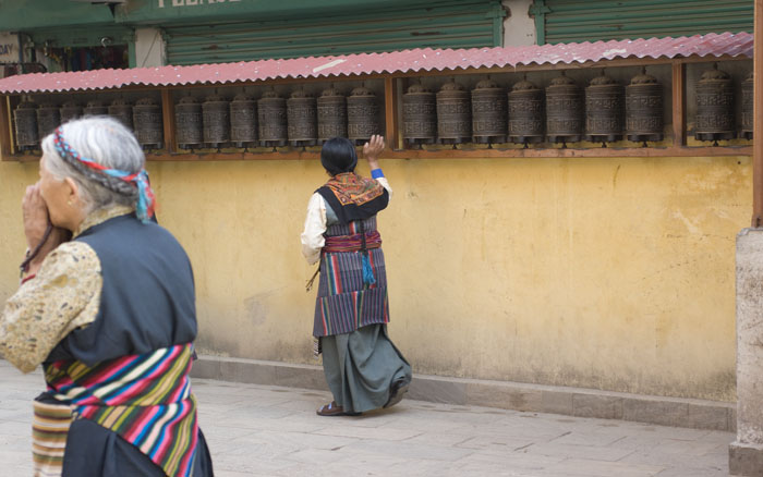 Bodhnath Stupa - Tibetan women walking the cora