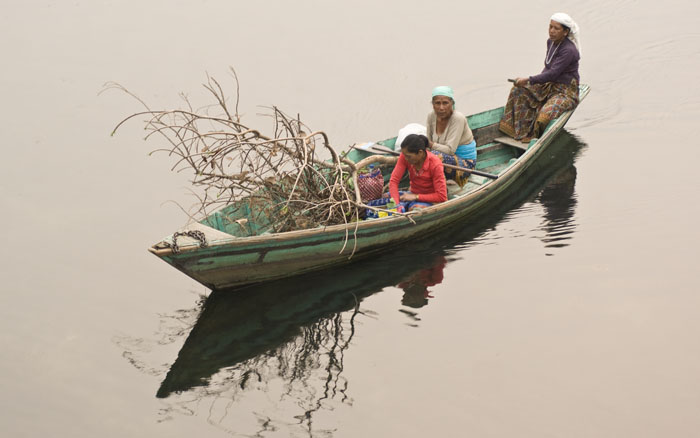 Pokhara - Women bringing fire wood in the boat